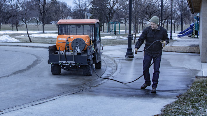 How to Choose the Right Equipment for Liquid De-icing and Anti-icing